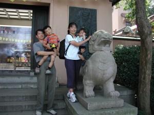 "Wen-qiang ""Wayne"" Bian and his family"