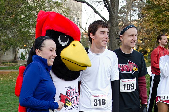 Runners pose with Reggie Redbird