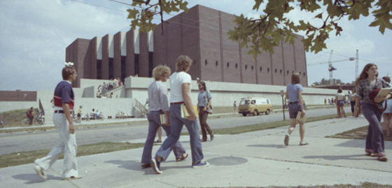 Students outside Bone Student Center 1973