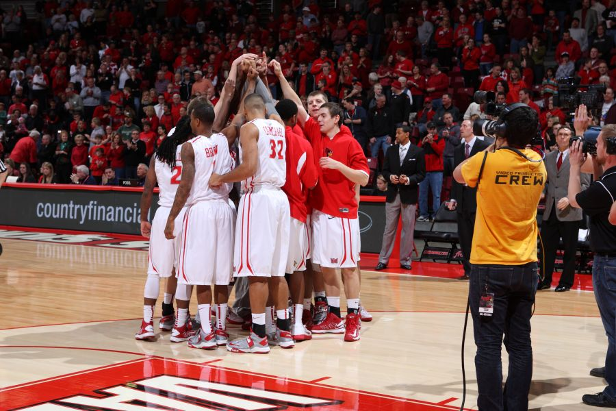 Redbird men's basketball team huddles