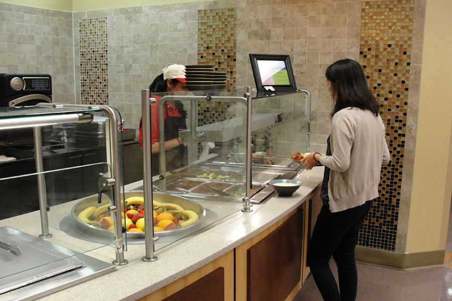 Students selects food from Gluten Friendly Flavors