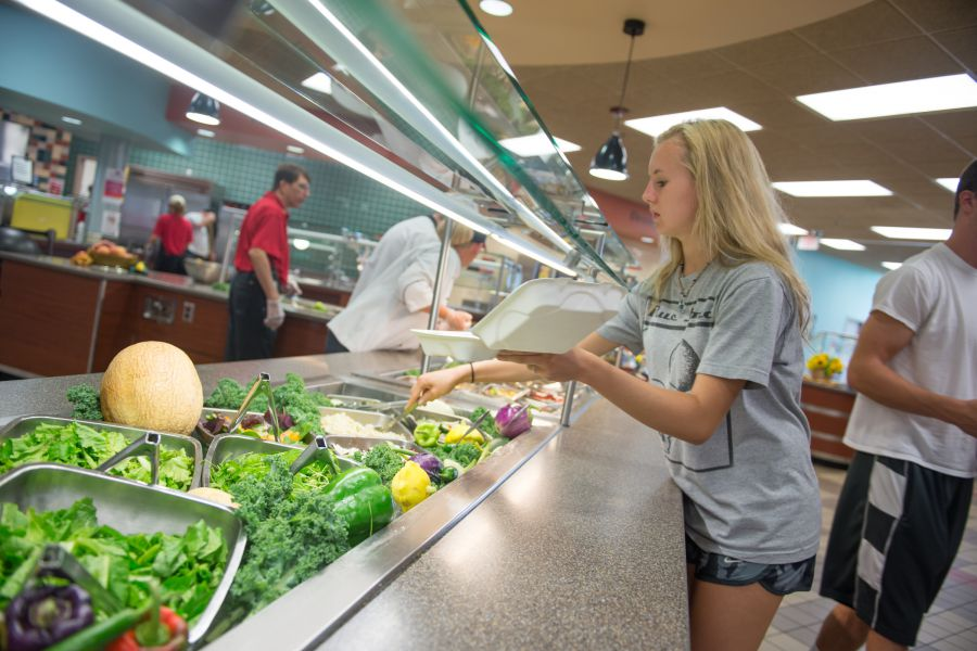 Students get food at Local Foods Dinner