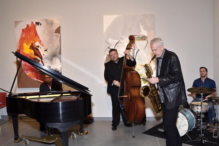 Glenn Wilson and the Jazz Maniacs perform