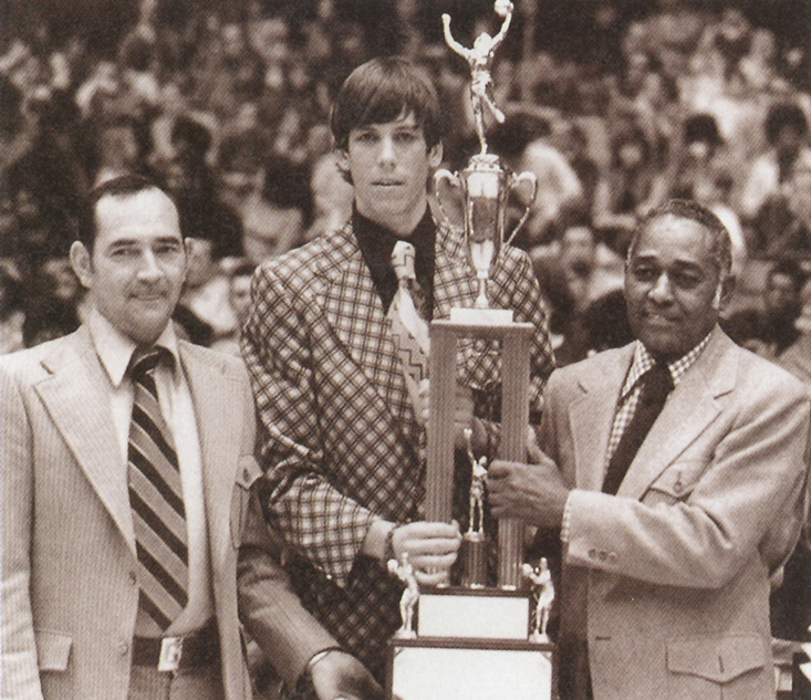 Will presents Doug with award on the court