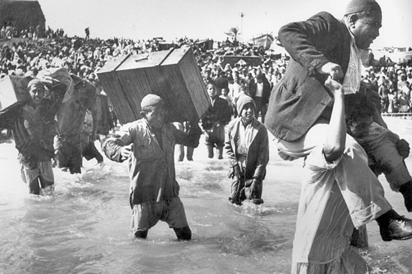 Image of Palestinian deportation in 1948 from UNRWA.