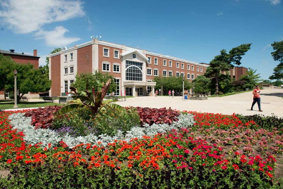 image of The Illinois State University Quad in summer