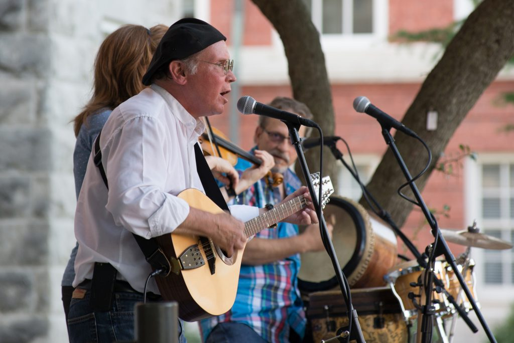 image of the Roundstone Buskers