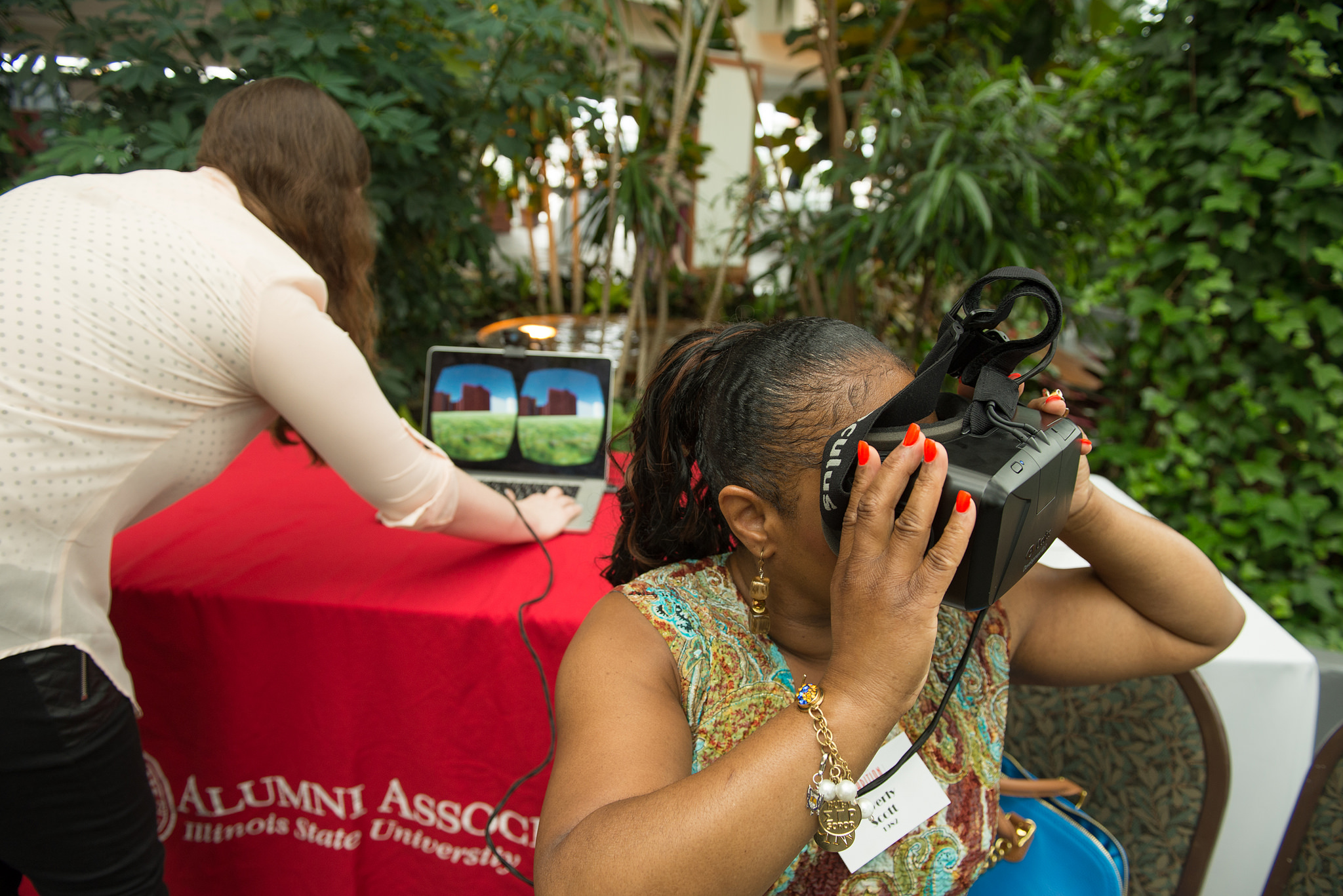 Alum uses VR goggles