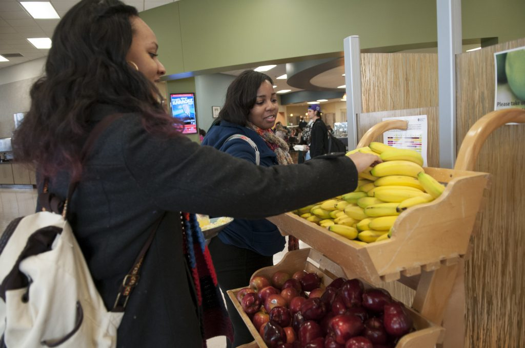 Students pick out fruit in Watterson Dining Commons.