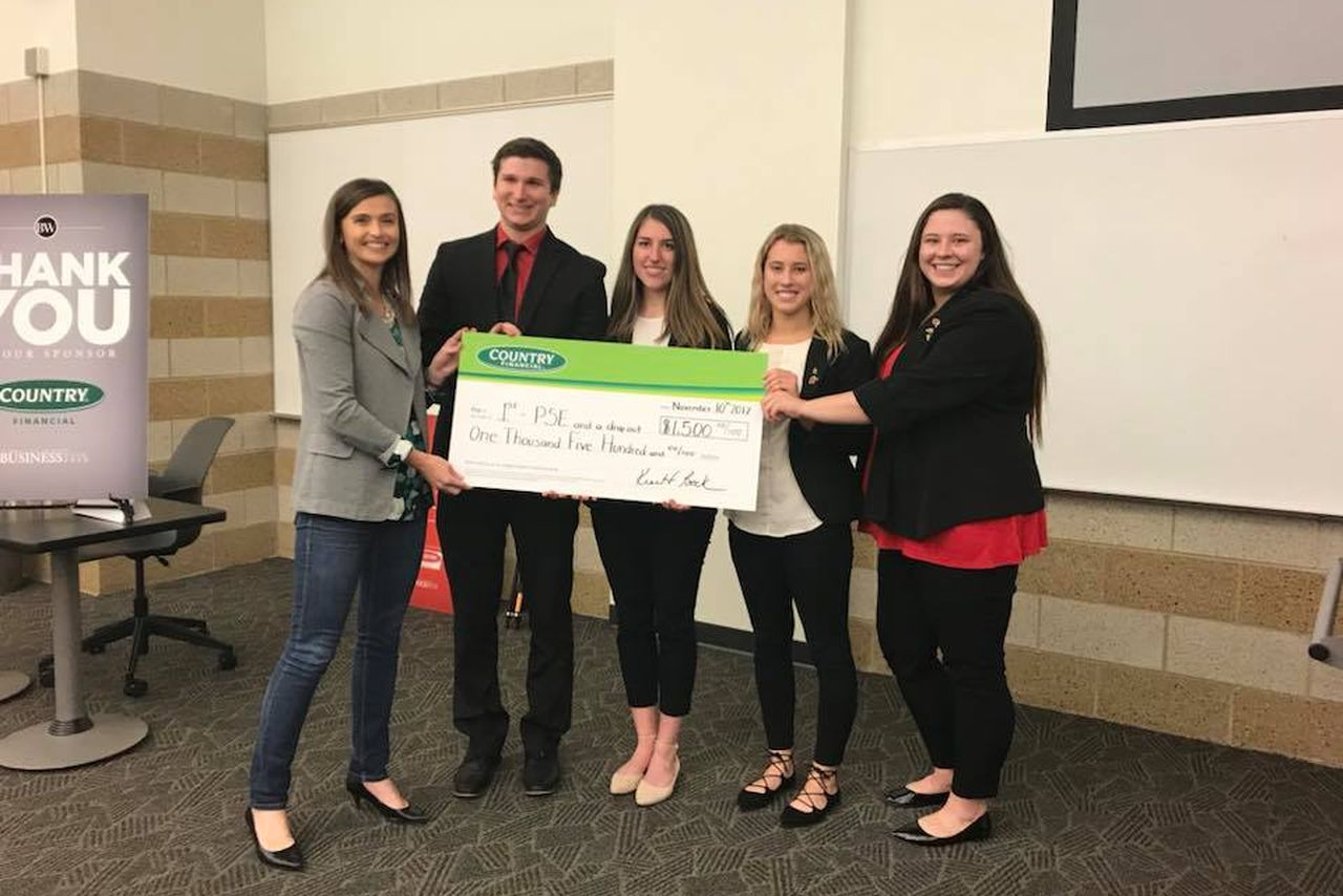 Sarah Frazen (left), senior community relations analyst for COUNTRY Financial, with the first-place team: Ryan Robert, Allison Kostopoulos, Ashley Cassens, and Taylor Lovett.