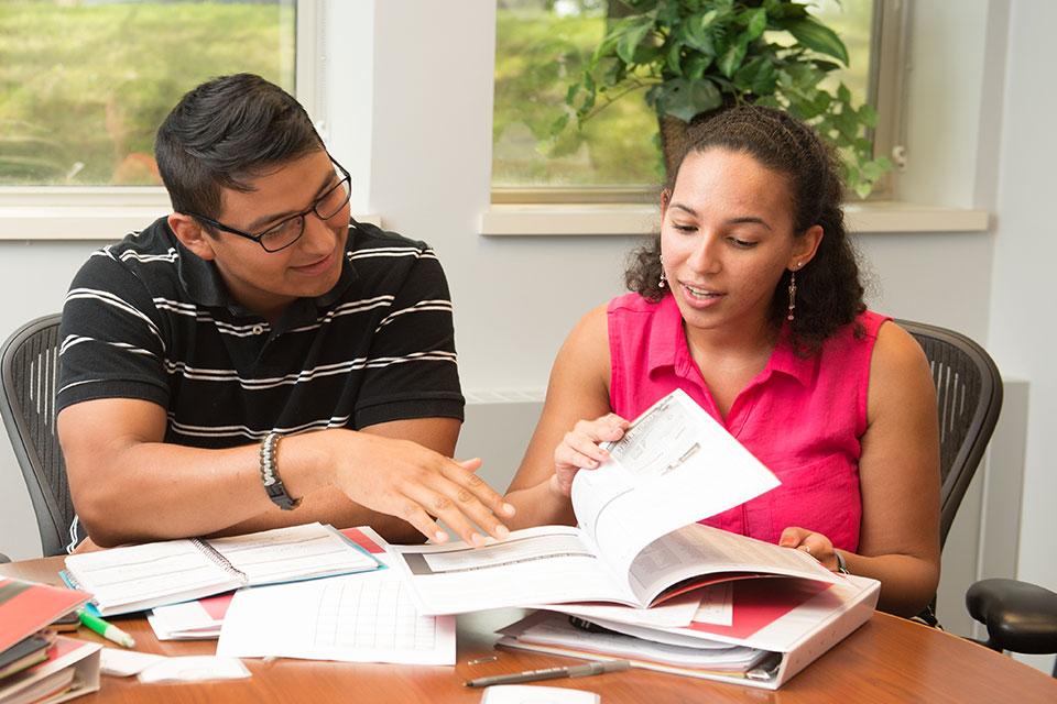 students find help with their résumés
