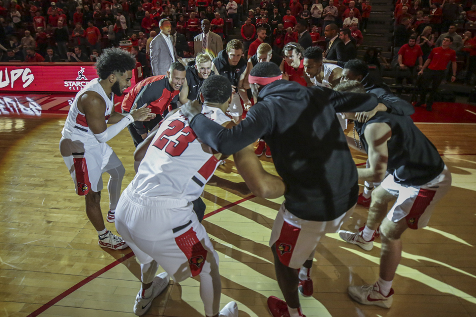 basketball players huddled in circle