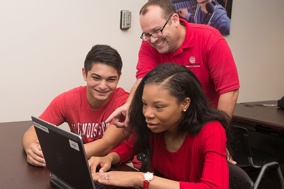 students get help on how to utilize social media professionally