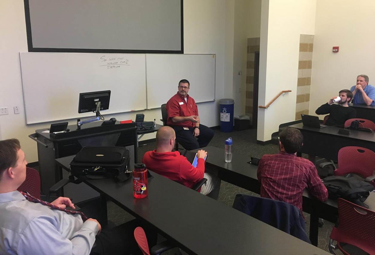 Dean Plumadore talking to IT professionals.