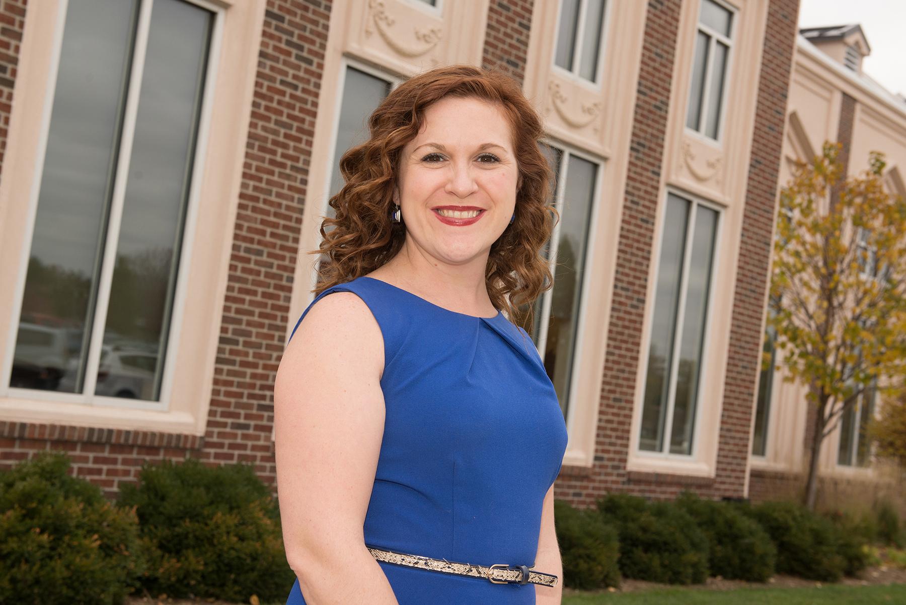 Jillian Nelson outside the Alumni Center