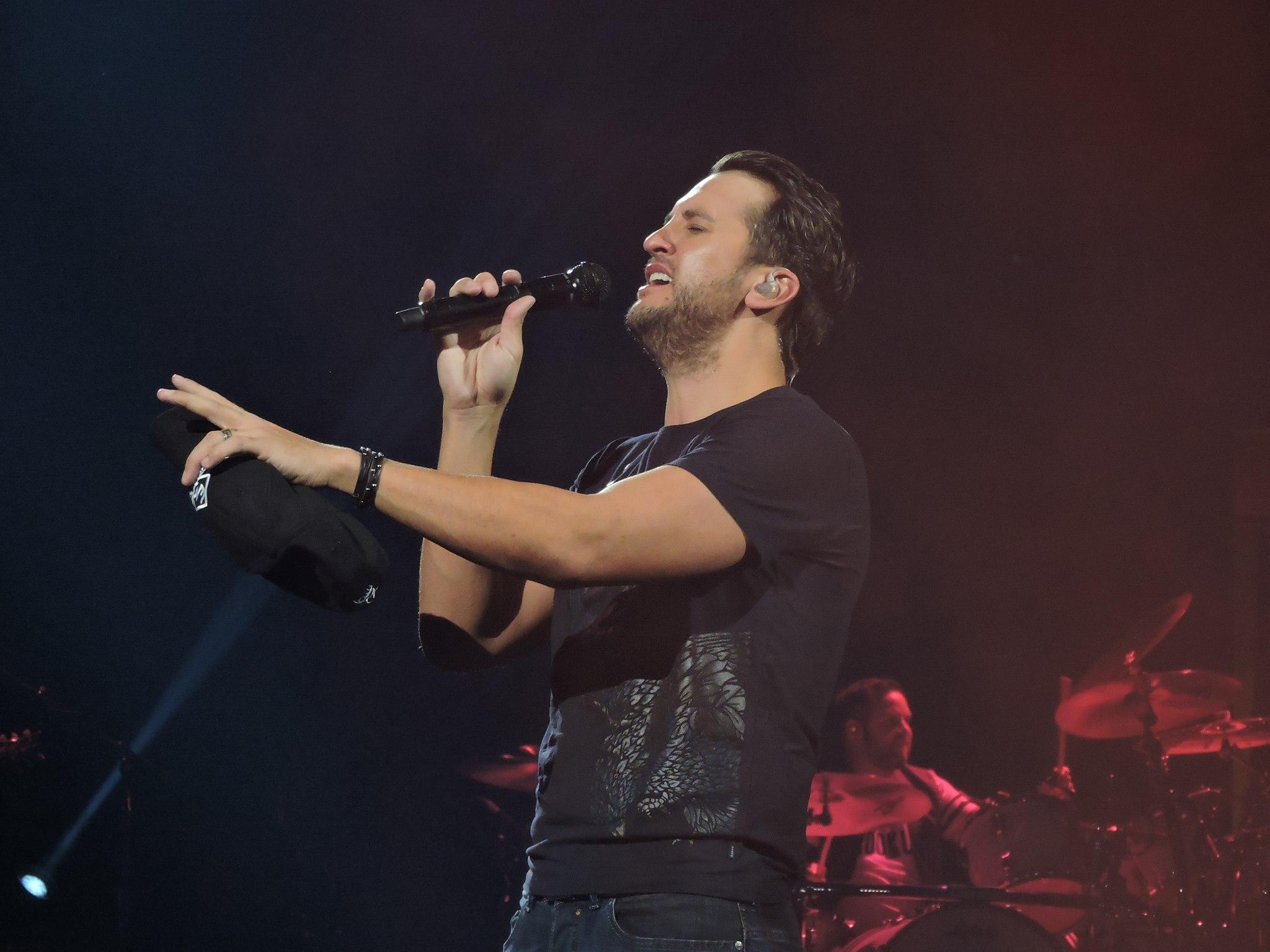 Luke Bryan singing on stage