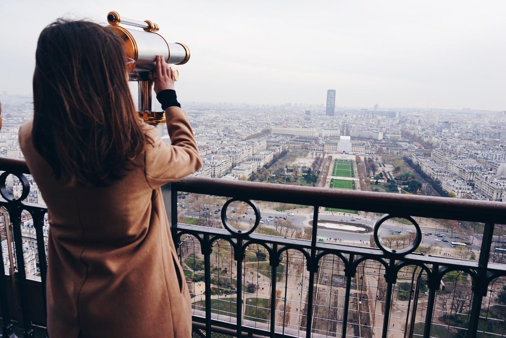 Student looks through viewfinder in Paris
