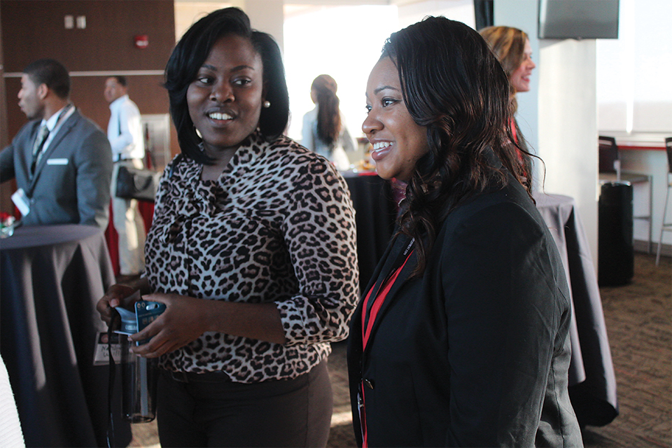 Redbirds connect with alumni to hear their career success stories at the Student and Alumni Meet-up.