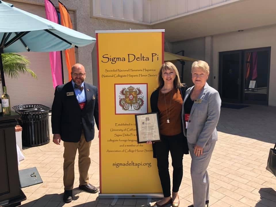 Honor Society Advisor earns award