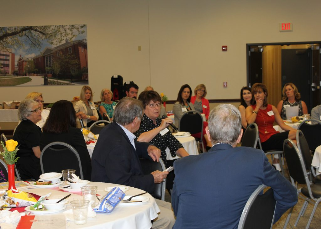 16 leaders from government, social services, education, the arts, and health care organizations attended the Board Representatives Lunch.