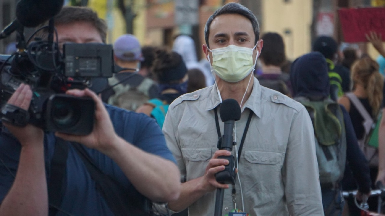 Man reporting with face mask