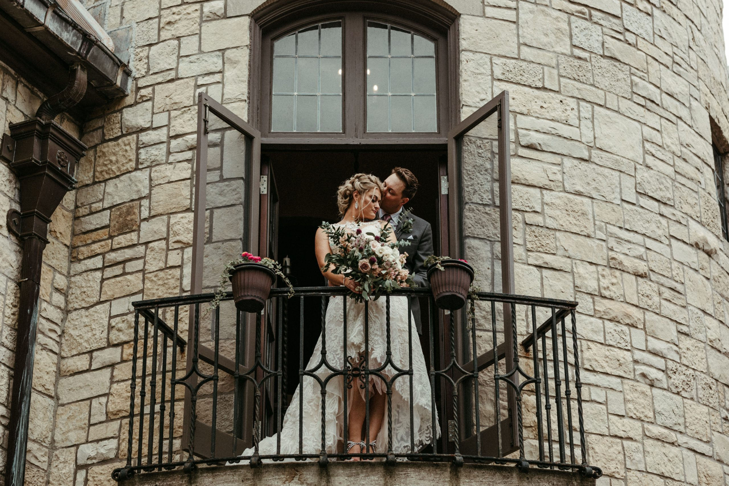 Couple married at Ewing Manor
