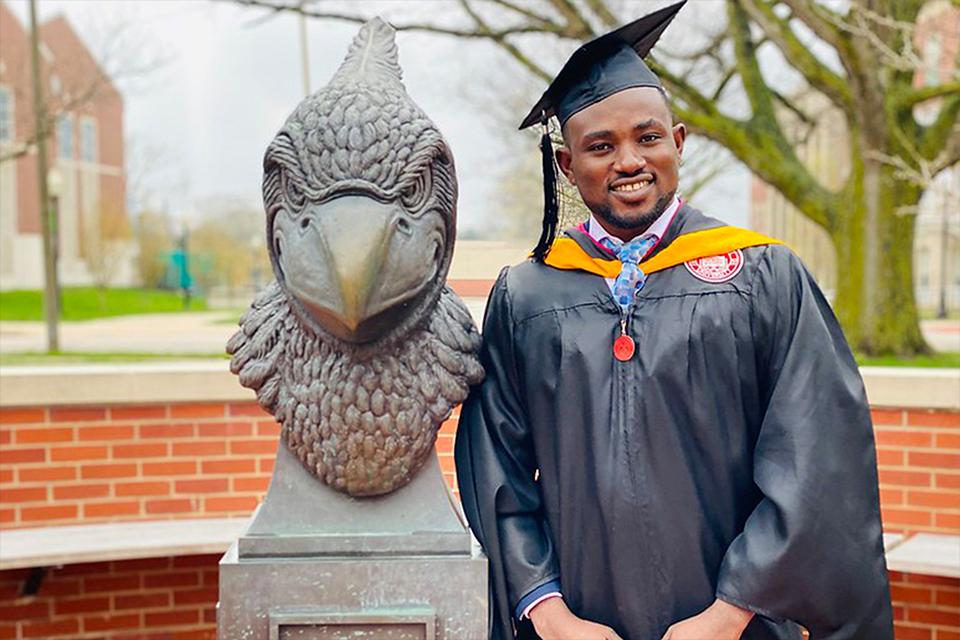 Student stand by Reggie Redbird statue