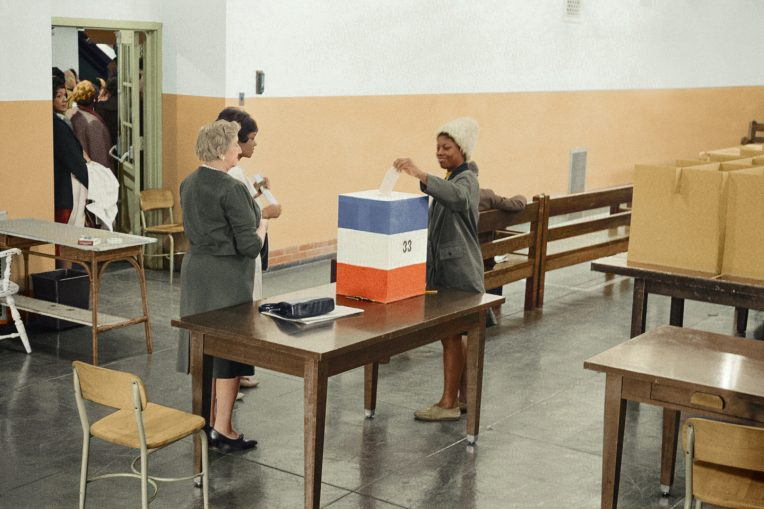 woman voting in 1964