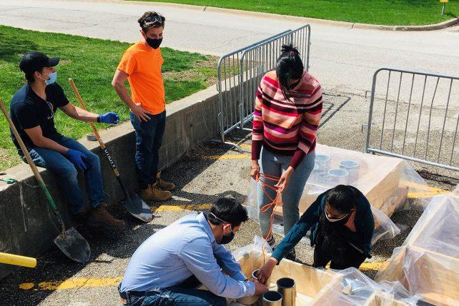 Pranshoo Solanki and students prepare samples.