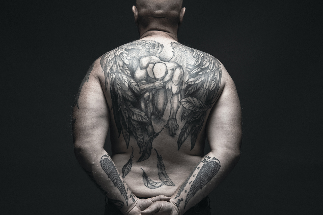 Brad Peiffer's tattoo on his back, created by Ricky Sturdivant, also symbolizes a feeling of loss.