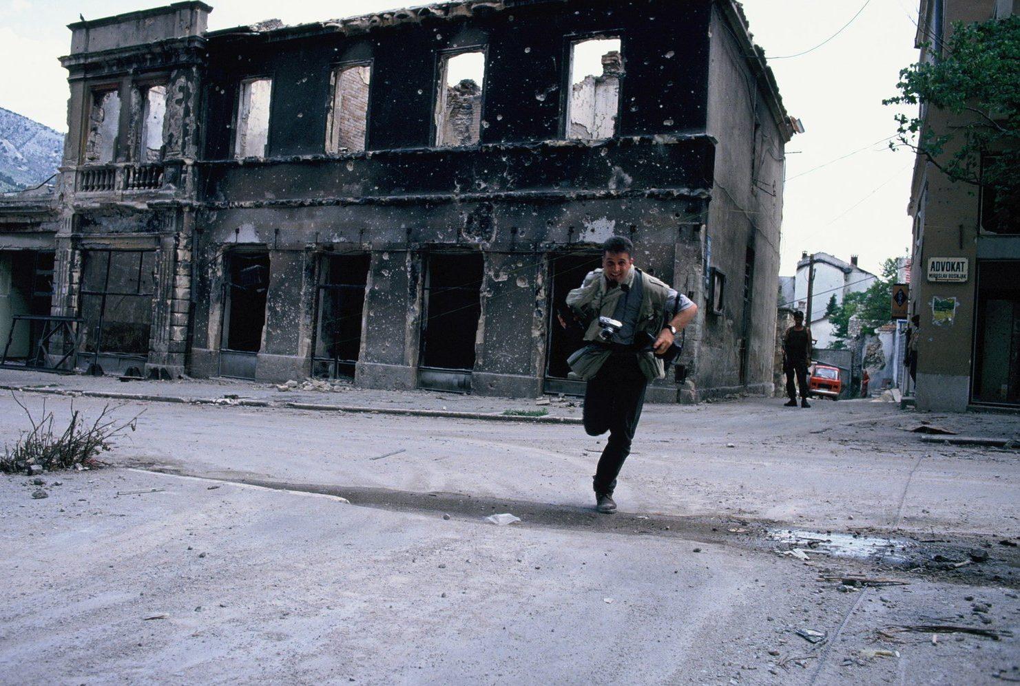 Andrew Reid, Photographer Gary Knight in Mostar, Bosnia, 1993. Photograph courtesy of Andrew Reid.