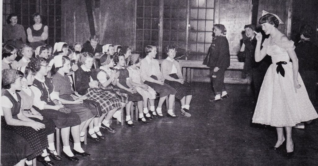 Students entertain children, 1954