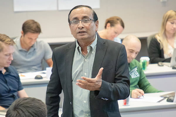 UT Dallas marketing Professor Abhijit Biswas leading an MBA class research focused MBA