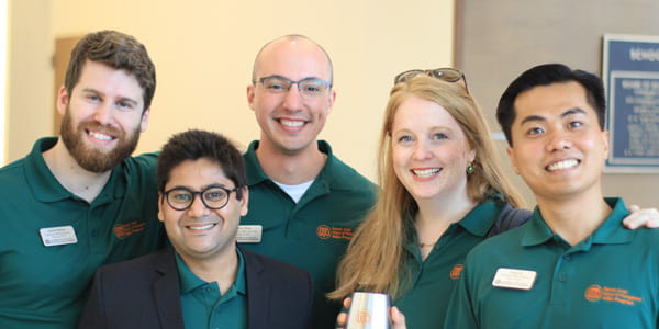 UT Dallas MBA students ready to talk with new and prospective students