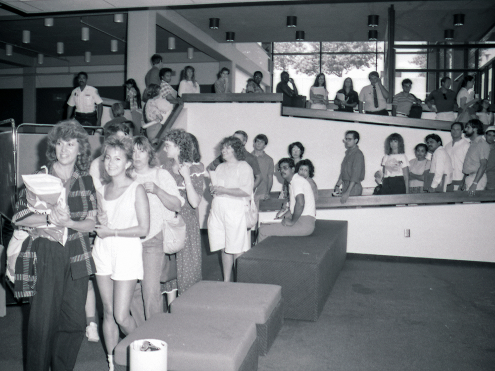 Students and parents line up in Eugene McDermott Library during a 1980s registration