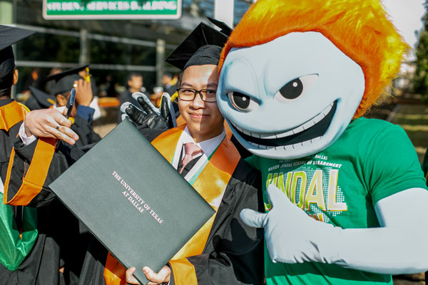 Bachelor of Science in information technology and systems graduate from the Naveen Jindal School of Management with Temoc, the UT Dallas mascot